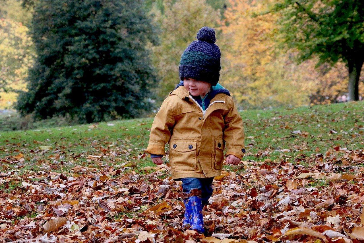 W co ubrać dziecko na spacer do parku?